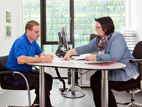 Beratungssituation Arbeiter © Lisi Specht, AK Wien