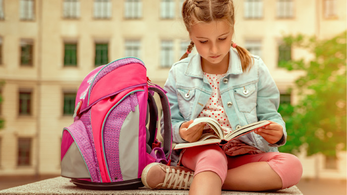 Schülerin mit Schultasche © detailblick-foto , stock.adobe.com