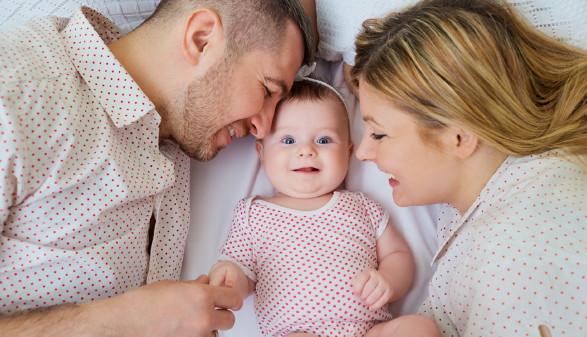 Ehepaar mit Baby © Studio Romantic , stock.adobe.com