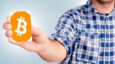 Mann mit Bitcoins-Card © badmanproduction, Fotolia.com