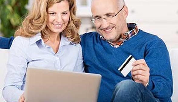 Mann und Frau kaufen onine ein © contrastwerkstatt, Fotolia.com