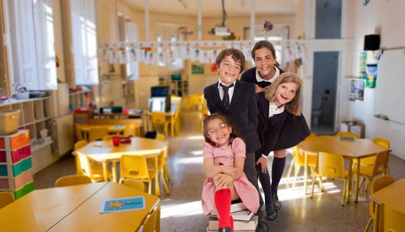 Vier lachende Kinder im Kindergarten © Frank Boston, stock.adobe.com