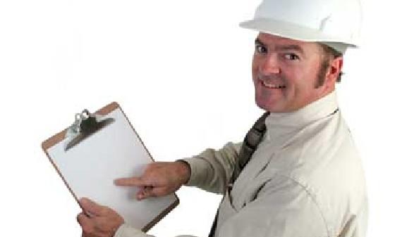 Mann mit Sicherheitshelm zeigt auf Datenblatt © Lisa F. Young, Fotolia.com
