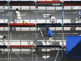 Arbeiter auf einem Baugerüst © mygimwali, Fotolia