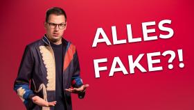 Thumbnail des Videos: Moderator in schrägem Outfit. © AK Wien, AK Wien
