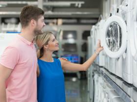 Pärchen kauft Waschmaschine © Jale Ibrak, Fotolia