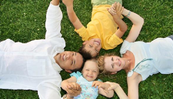 Kinder kosten viel Geld, sie brauchen Kleidung, Spielzeug,... - Beantragen Sie Familienbeihilfe! © Pavel Losevsky, Fotolia