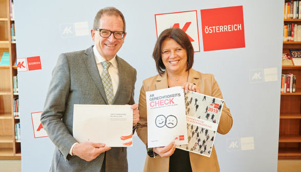 AK Präsidentin Renate Anderl und AK Direktor Christoph Klein präsentieren den Gerechtigkeits-Check © AK Wien